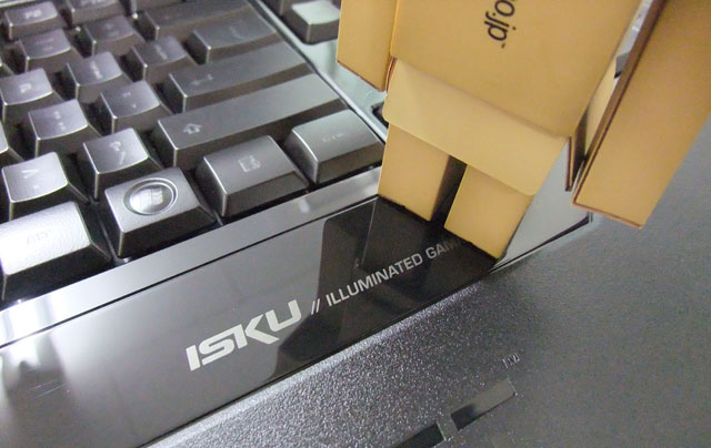 roccat-isku-review-reflection
