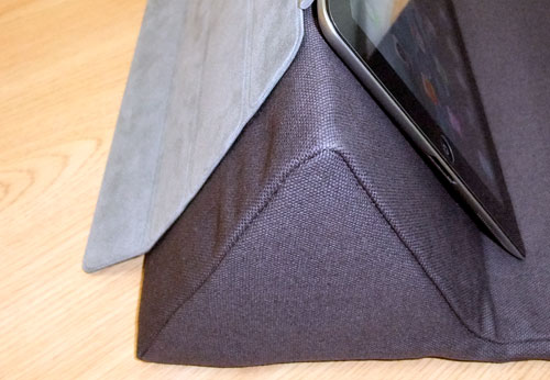 ipevo-padpillow-ipad-stand-review-black-stand-smart-cover