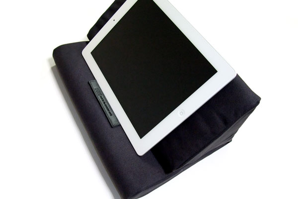 ipevo-padpillow-ipad-stand-review-black-stand-white-ipad