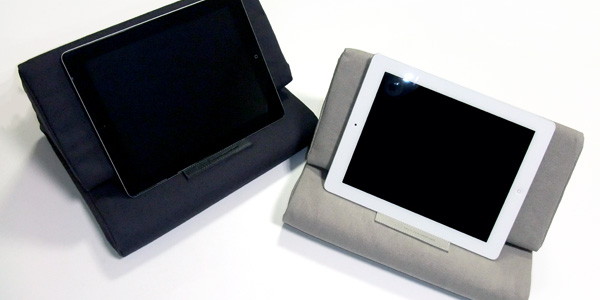 【レビュー】【読者プレゼントあり】寝ながら、座りながらでも快適にiPadが使えるクッションスタンド『IPEVO PadPillow』