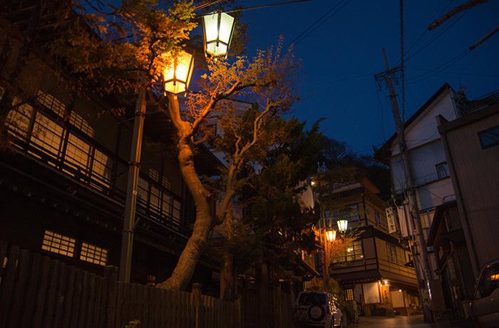 spirited-away-shibu-onsen-night-1