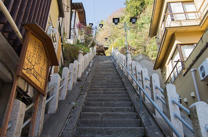 spirited-away-shibu-onsen-stairs