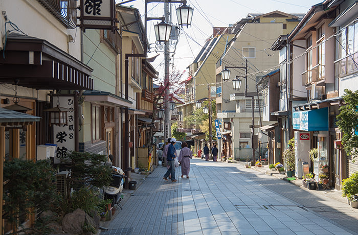 spirited-away-shibu-onsen-street-1