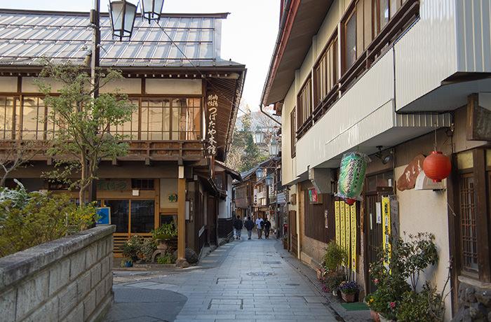 spirited-away-shibu-onsen-street-2