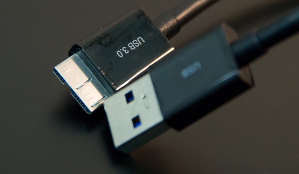 freecom-mg-review-usb-cable