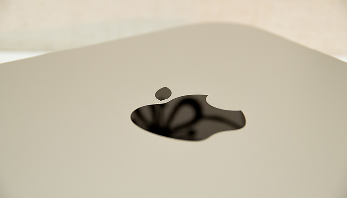 mac-mini-2012-review-body-logo