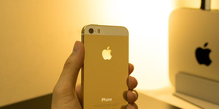 iphone-5s-review-with-hand