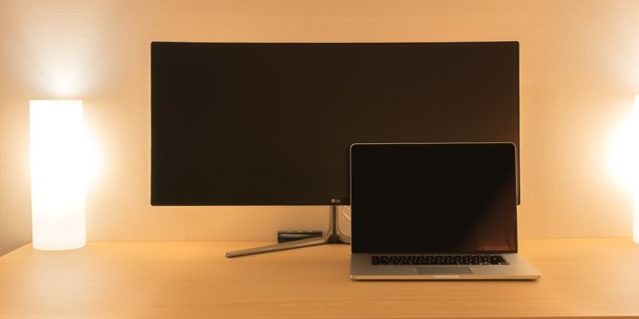 review-lg-34uc97s-compare-macbook-black