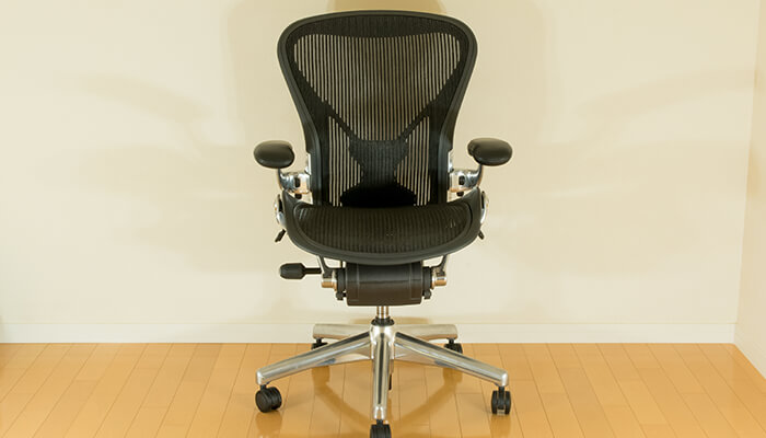review-aeron-chair-entire-front